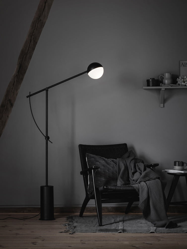 Fotoopptak på Høyloftet, detaljer med stol og lampe