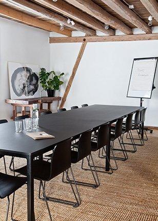 Møtebord på Krosser Høyloftet for kurs og konferanser